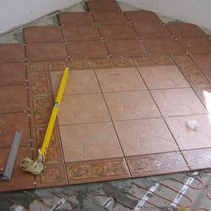 Как класть плитку на пол и стены